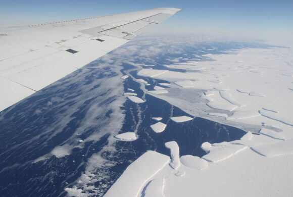 'Sudden Collapse': Study Suggests 60% of Antarctic Ice Shelves Face Fracture Risk